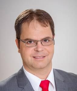 Deregán Gábor felelős kiadó, ügyvezető